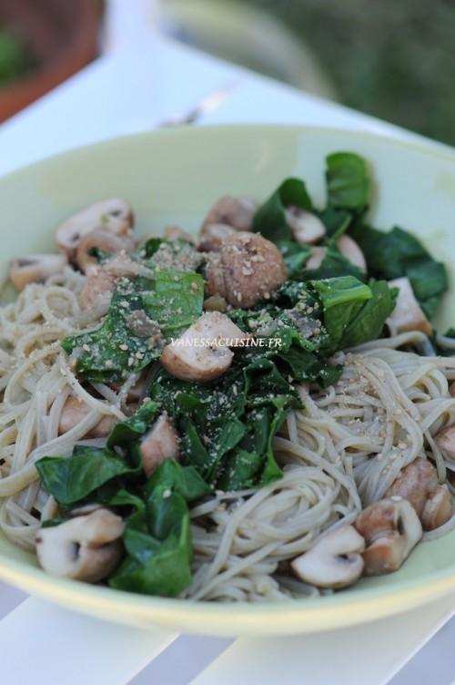 Nouilles de riz, épinards et champignons (sans gluten) - Rice noodles with fresh spinach and mushrooms - Vanessa Romano-Photographe et styliste culinaire-
