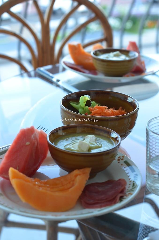 Dîner d'été Velouté de courgette au fromage de chèvre - Summer dinner -  Vanessa Romano-Photographe et styliste culinaire-