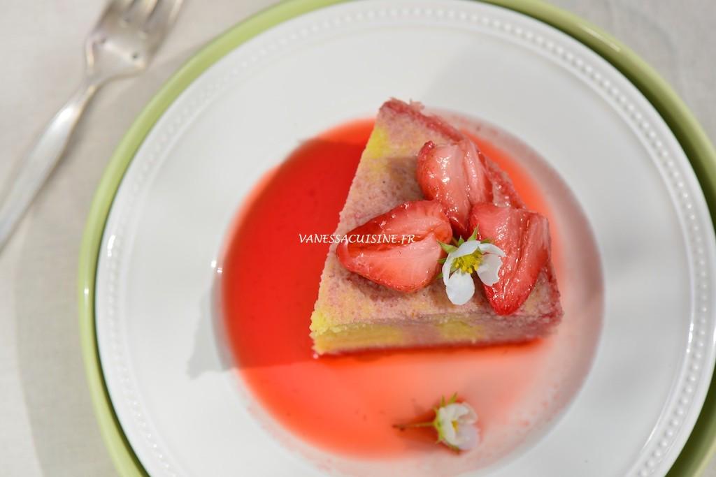 Gâteau à l'huile d'olive et au Muscat de Beaumes de Venise, compotée de fraises - Le Vitaliseur -  Vanessa Romano photographe et styliste culinaire