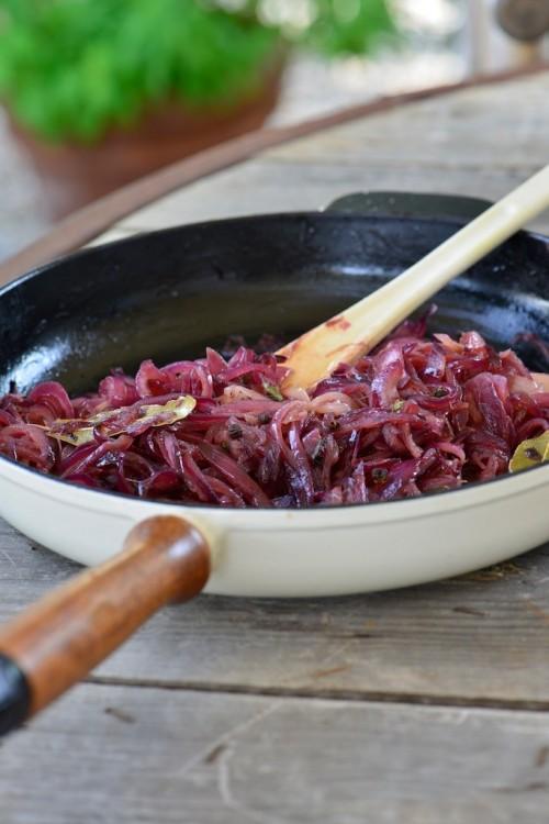 Confit d'oignon rouge au vinaigre balsamique et poivre du Timut - Vanessa Romano photographe et styliste culinaire 1