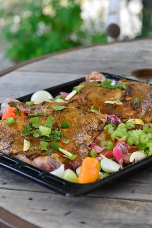 Epaule d'agneau confite  - Roasted lamb shoulder with summer vegetables - Vanessa Romano photographe et styliste culinaire