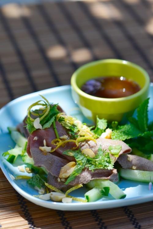 Salade de boeuf façon thaïe - Thaie beef salad - Le Vitaliseur -  Vanessa Romano photographe et styliste culinaire (3)