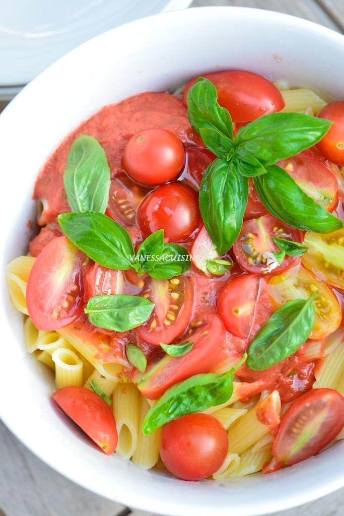 Salade de penne, sauce tomate crue (sans gluten) - Penne salad with raw tomatoe salsa (gluten free) - Vanessa Romano photographe et styliste culinaire