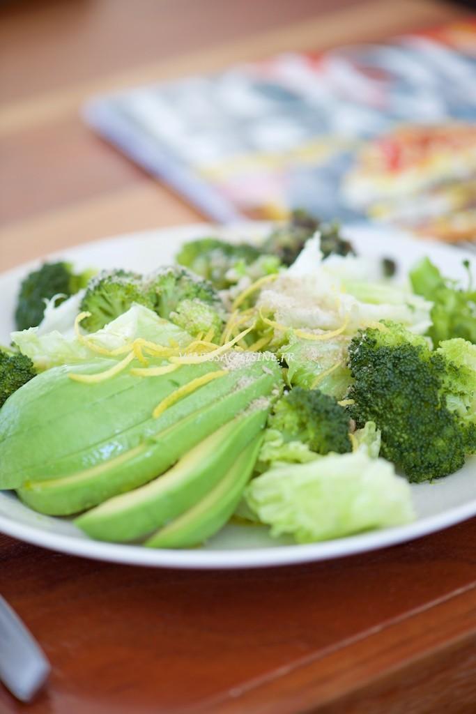 Salade de romaine, avocat et brocoli au citron - Vanessa Romano photographe et styliste culinaire